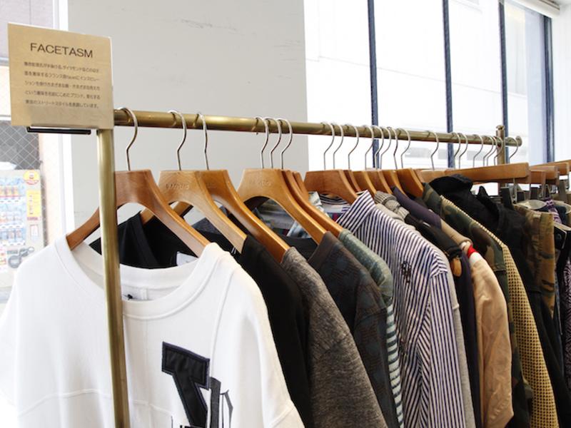 ▲ 1つのラックに1ブランド。季節感も意識して選ばれた古着が並んでいます。