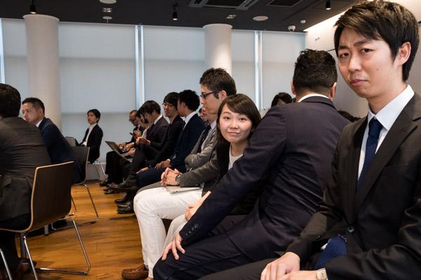 ▲大阪や福岡のメンバーもこのアワードのために大集合。だんだん人が集まってきました。