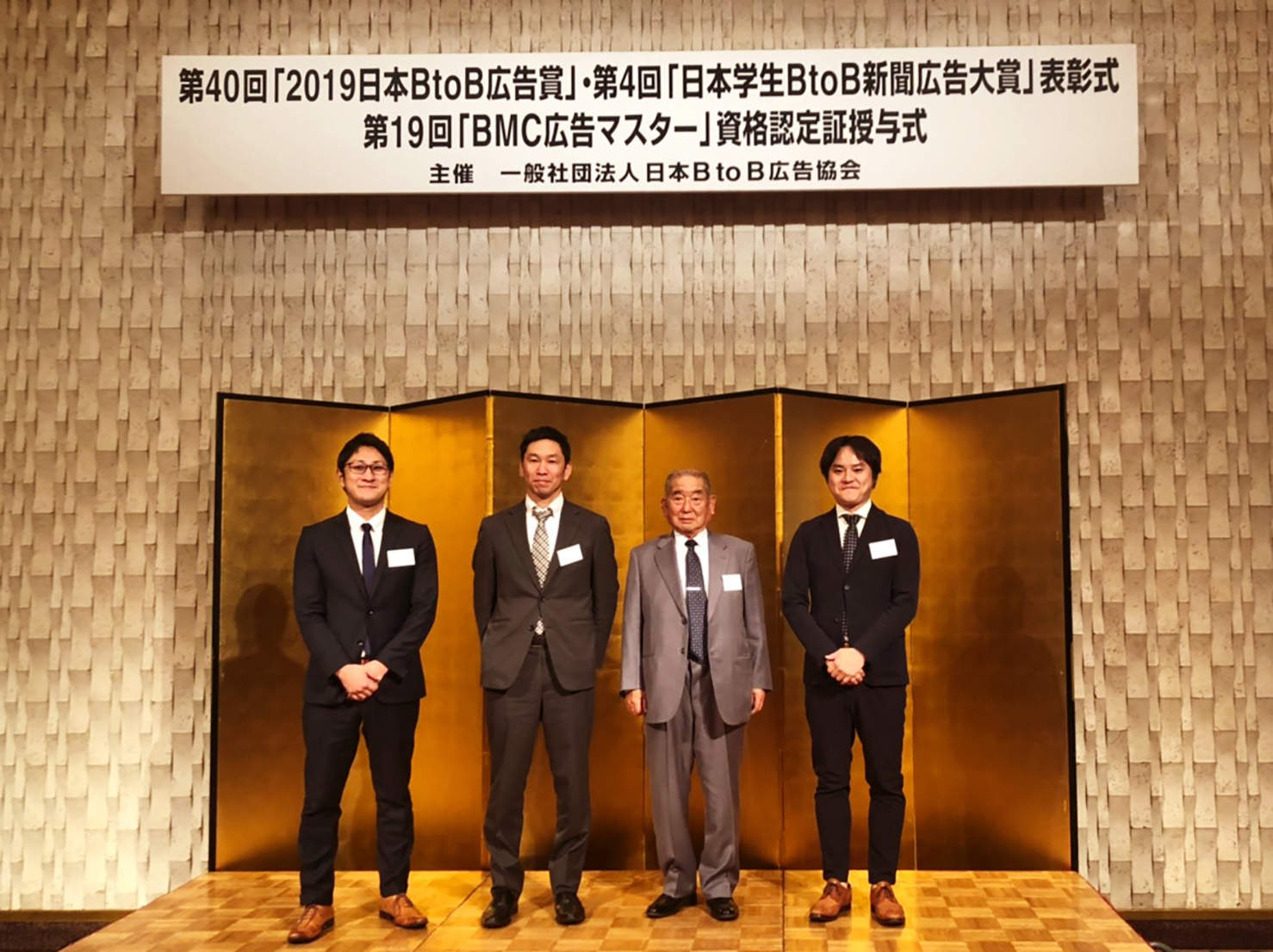▲株式会社アーチ電工様(中央のお二人)とパラドックスのメンバー
